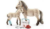 Figurini Animali - Schleich Horse Club        42430 Hannahs First Aid Kit